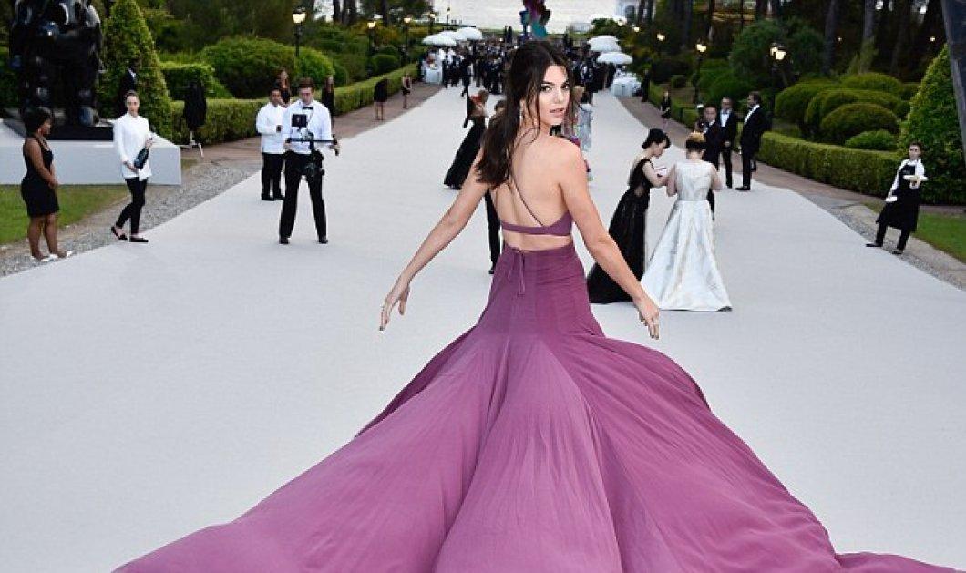 Όλα τα φώτα του Φεστιβάλ Καννών στην Kendall Jenner - Με φαντασμαγορική πολυμορφική μοβ τουαλέτα - Κυρίως Φωτογραφία - Gallery - Video