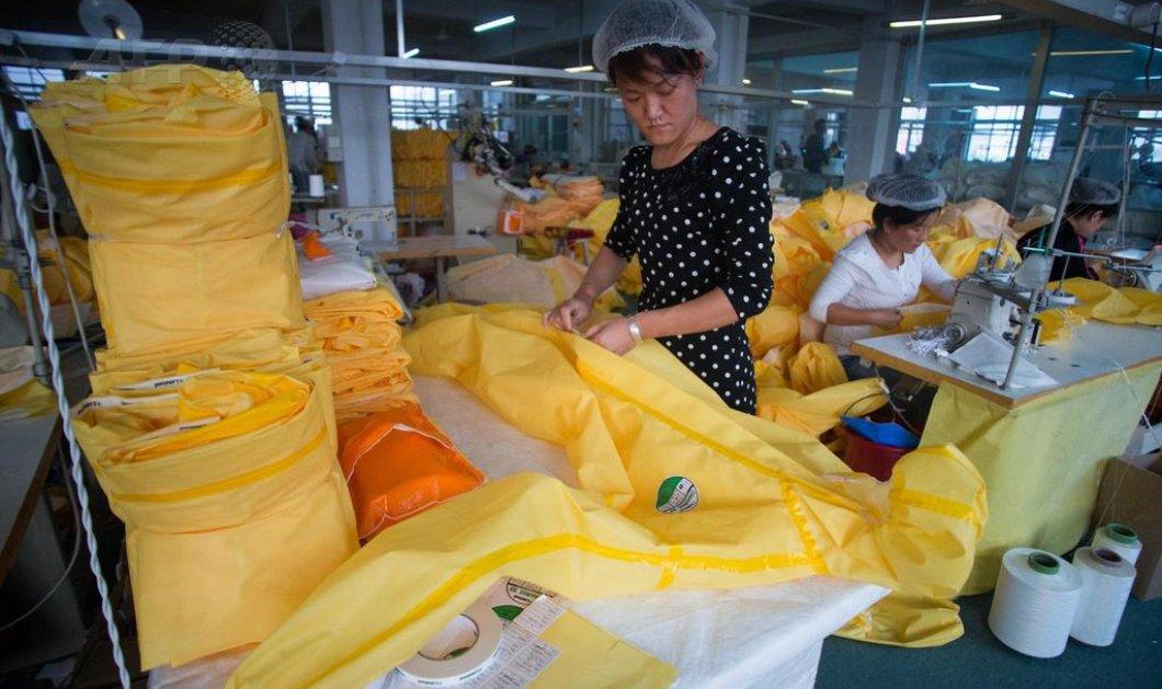 Φωτογραφίες ημέρας: Οι εκατοντάδες κοπτοραπτούδες της Κίνας που ετοιμάζουν νυχθημερόν και πυρετωδώς τις κίτρινες στολές για την προστασία από τον Έμπολα! (φωτό)  - Κυρίως Φωτογραφία - Gallery - Video