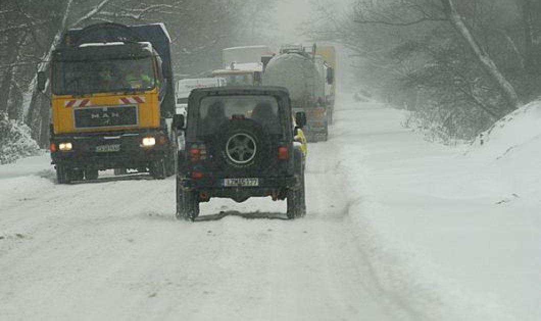 Μαλακάσα: Τουλάχιστον 20 Ι.Χ. & ένα πούλμαν αποκλείστηκαν από το χιόνι - Ταλαιπωρία 2,5 ωρών για οδηγούς και επιβάτες - Κυρίως Φωτογραφία - Gallery - Video