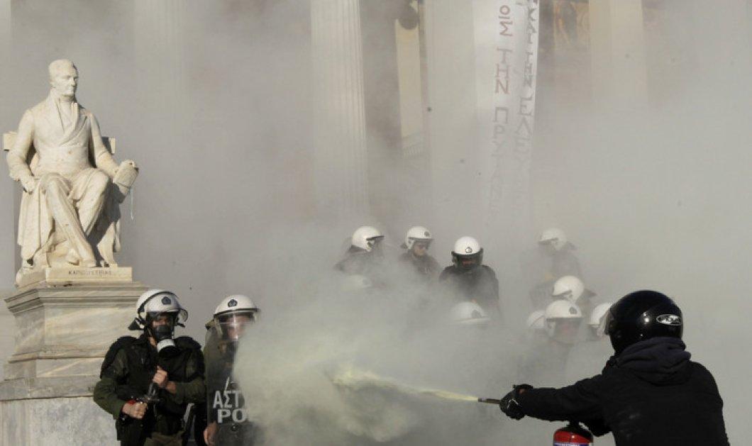 Πεδίο μάχης το κέντρο της Αθήνας - Αντιεξουαστές με καδρόνια & πέτρες κατά των αστυνομικών! - Κυρίως Φωτογραφία - Gallery - Video
