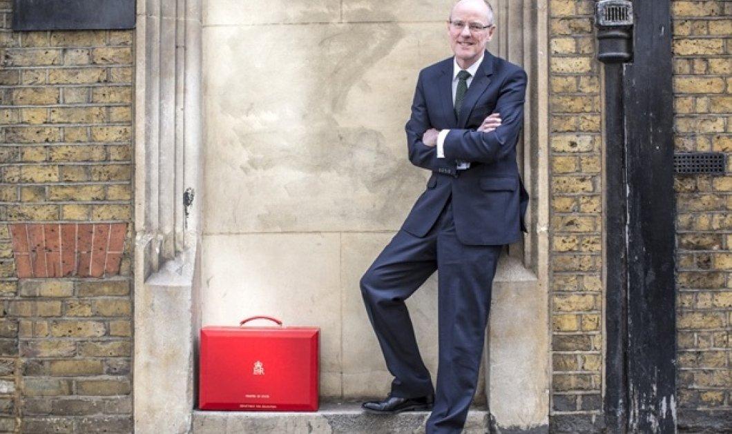 Ο Βρετανός υπουργός Παιδείας ανακοίνωσε ότι παντρεύεται τον επί 29 χρόνια αγαπημένο του τον ερχόμενο Νοέμβριο - Κυρίως Φωτογραφία - Gallery - Video