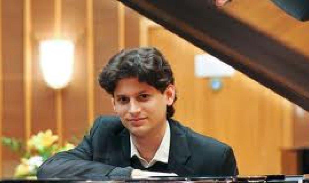 Topman: Ποιος είναι ο πιανίστας Κωνσταντίνος Δεστούνης που απέσπασε ένα ακόμη διεθνές βραβείο; Έπαιξε Ραχμανινόφ και καθήλωσε Απολαύστε τον (φωτό & βίντεο) - Κυρίως Φωτογραφία - Gallery - Video