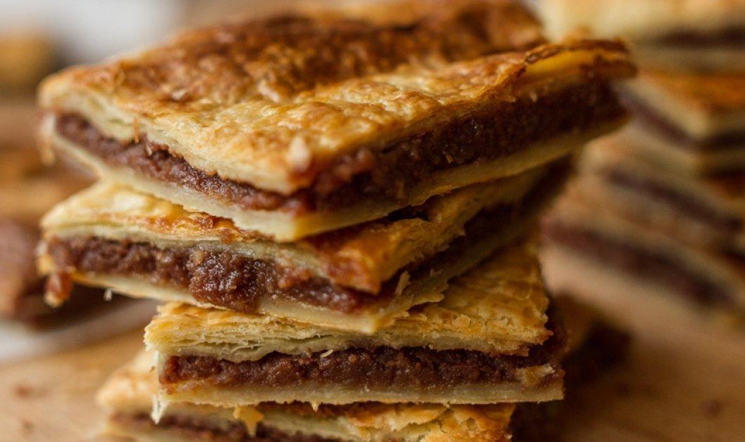 Ο Άκης Πετρετζίκης αποτρελαίνει τους chocoholics: Η πιο νόστιμη πίτα σοκολάτας που έχετε δοκιμάσει ποτέ! - Κυρίως Φωτογραφία - Gallery - Video