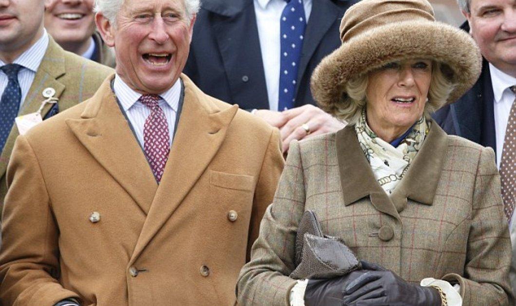 Ο Πρίγκιπας ξεράθηκε στα γέλια: ο Κάρολος & η Καμίλα του σε ασυγκράτητα χαχανίσματα σε αγώνα αμνών του Πάσχα!  - Κυρίως Φωτογραφία - Gallery - Video