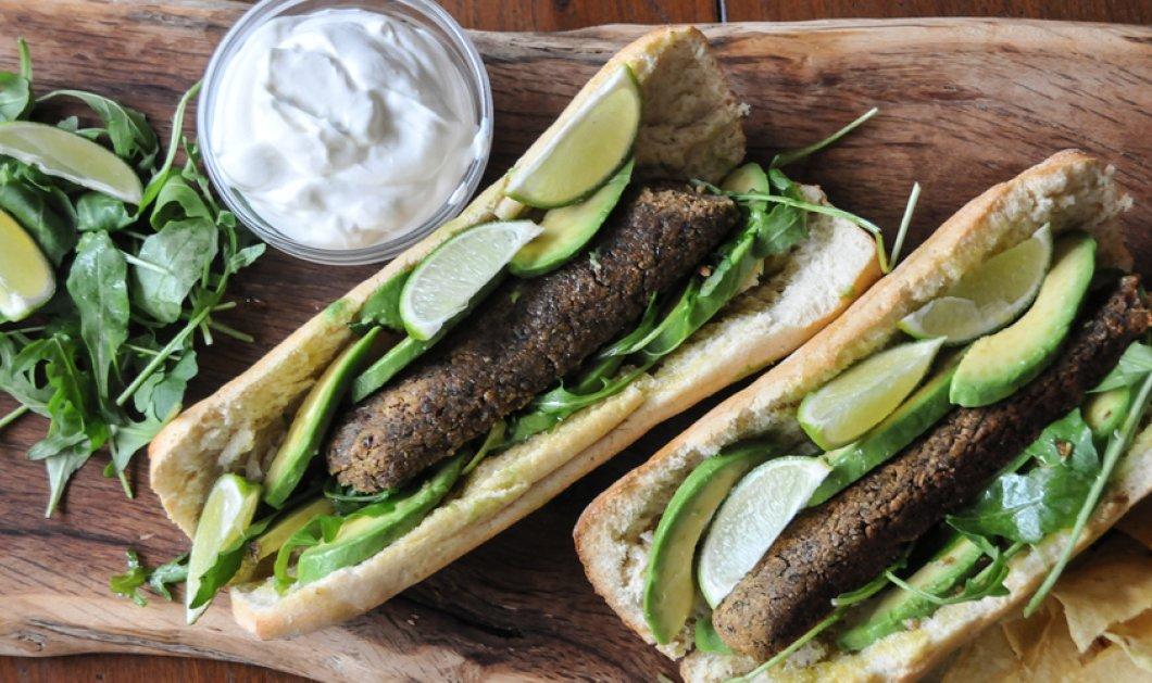 O Άκης Πετρετζίκης μας ετοιμάζει το πιο νόστιμο σνακ με μπιφτέκια από φασόλια - Δείτε πώς να το φτιάξετε! - Κυρίως Φωτογραφία - Gallery - Video
