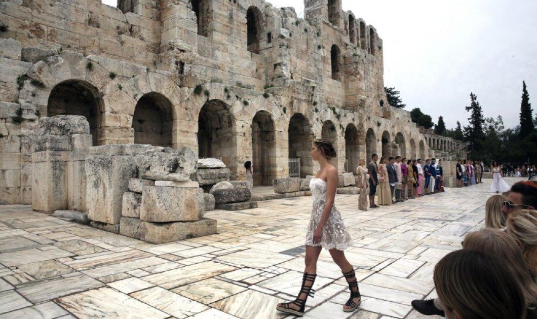 Η λαμπερή επίδειξη μόδας του Βασίλειου Κωστέτσου μπροστά από το Ηρώδειο (ΦΩΤΟ) - Κυρίως Φωτογραφία - Gallery - Video