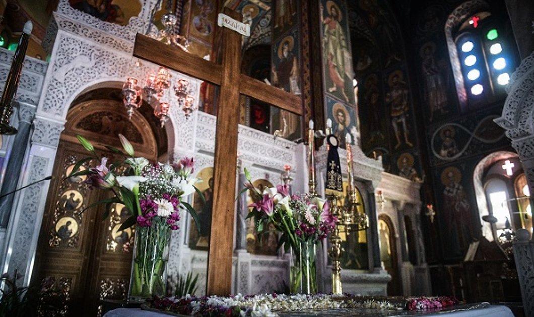 Φωτορεπορτάζ: M. Παρασκευή τον καιρό του κορωνοϊού - Επιτάφιοι & αποκαθήλωση χωρίς πιστούς στις εκκλησίες της Ελλάδας - Κυρίως Φωτογραφία - Gallery - Video