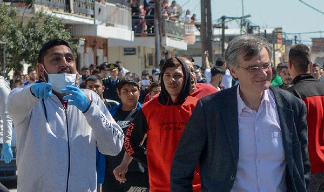 Καρέ καρέ η επίσκεψη Τσιόδρα - Χαρδαλιά στη Λάρισα: Όσα έγιναν στον οικισμό Ρομά όπου εντοπίστηκαν κρούσματα κορωνοϊού (φωτό - βίντεο) - Κυρίως Φωτογραφία - Gallery - Video