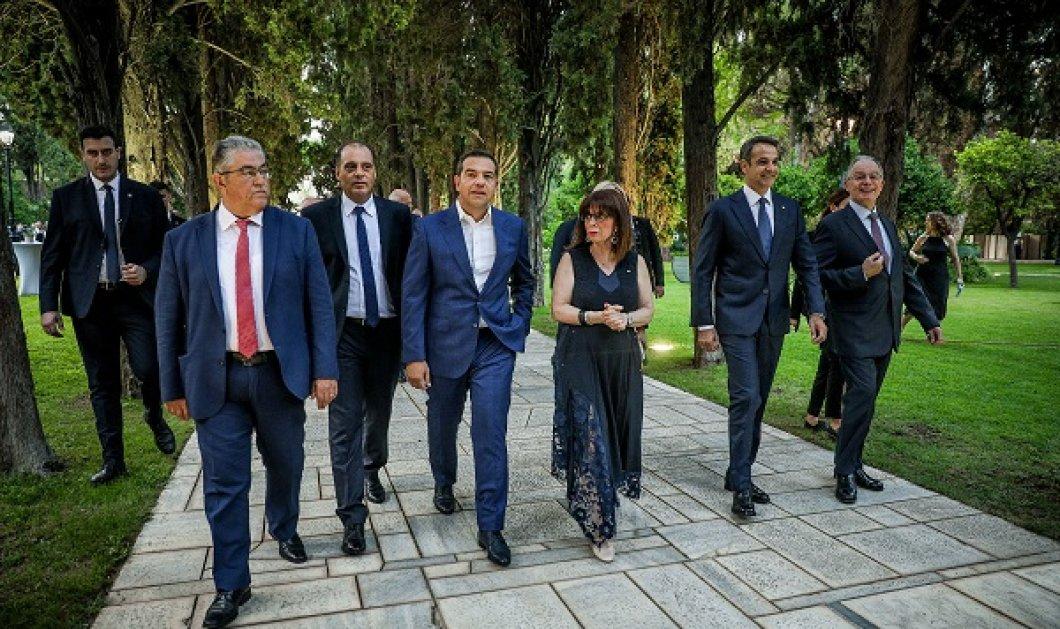 Η δεξίωση της 24ης Ιουλίου στους κήπους του Προεδρικού Μεγάρου- Κατερίνα Σακελλαροπούλου: Η Τουρκία κλιμακώνει την επιθετικότητά της (φωτό) - Κυρίως Φωτογραφία - Gallery - Video