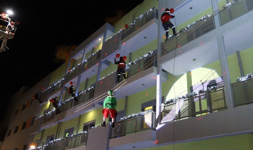 """Χριστουγεννιάτικες στιγμές για τους μικρούς ήρωες της ζωής- Πυροσβέστες Άγιοι Βασίληδες & ξωτικά χάρισαν το χαμόγελο στα παιδιά της """"Ελπίδας"""" (φωτό) - Κυρίως Φωτογραφία - Gallery - Video"""
