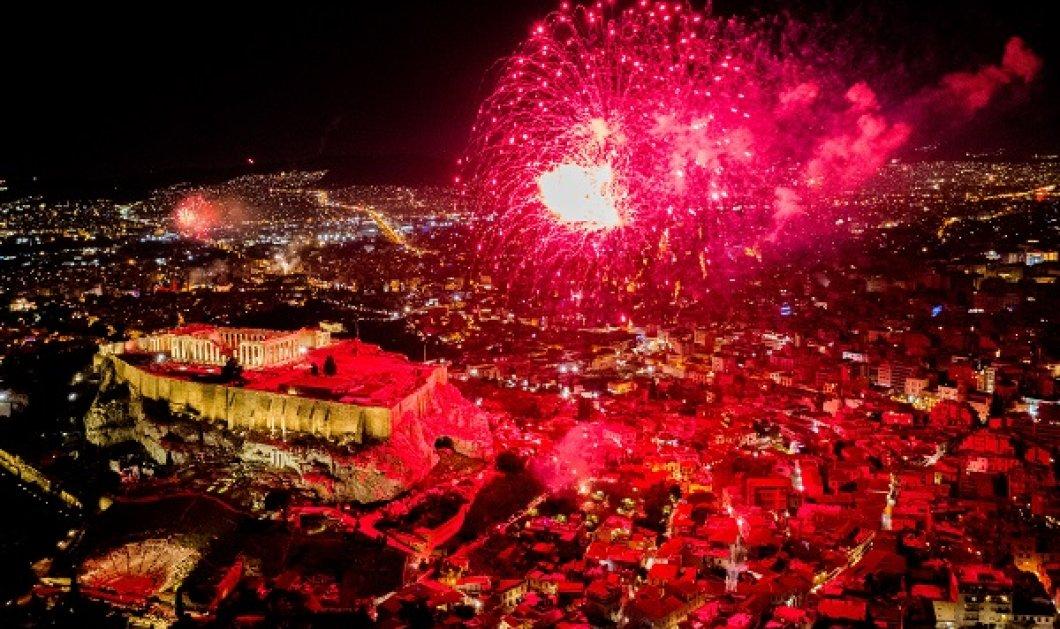 Η νύχτα έγινε μέρα στον αττικό ουρανό- Με φαντασμαγορικά πυροτεχνήματα για την υποδοχή του 2021 (φωτό) - Κυρίως Φωτογραφία - Gallery - Video