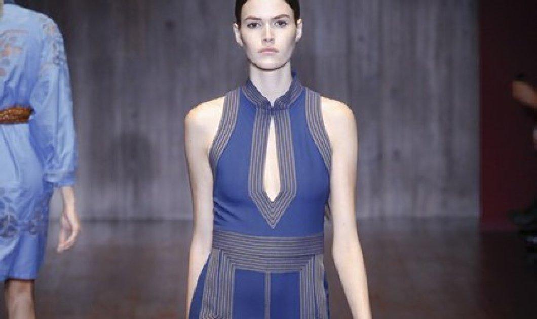 Η νέα τάση είναι η τζιν φούστα αλά 70's - Ιδέες από την Vogue για το πώς να την φορέσετε! - Κυρίως Φωτογραφία - Gallery - Video