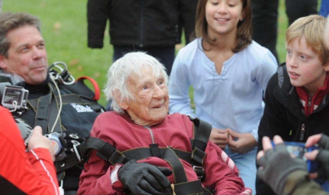 Top Woman η Eleonor «Nanny» Cunningham: Γιόρτασε τα 100 της χρόνια με βουτιά από τον ουρανό -  Στα 90 της ξεκίνησε τις ελεύθερες πτώσεις! - Κυρίως Φωτογραφία - Gallery - Video