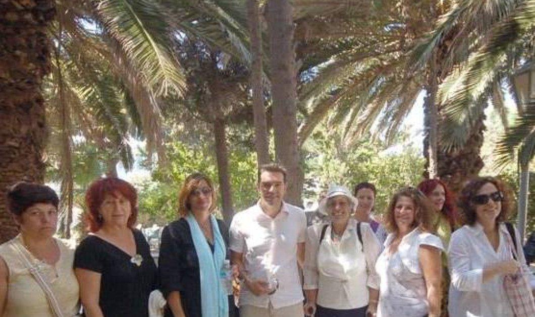 Ο Αλέξης Τσίπρας στο CINE MANTO στη Μύκονο: Φωτογραφίες με δεκάδες κυρίες - fans του - Κυρίως Φωτογραφία - Gallery - Video