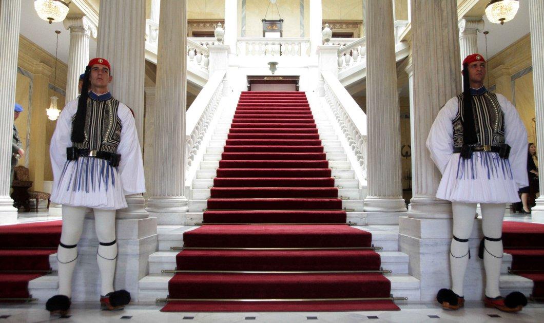 «Ξεχάστε την κυβέρνηση ειδικού σκοπού» διαμηνύει το Μαξίμου - «Καθαρές λύσεις» θέλει ο Σαμαράς - Τον Κ. Παπούλια βλέπει ο Κων. Μητσοτάης - Κυρίως Φωτογραφία - Gallery - Video