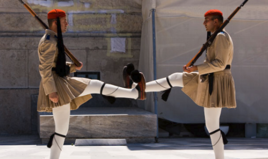 Ιταλικός Τύπος: Πώς η Αθήνα μπορεί να σαμποτάρει τη γερμανική οικονομία - Τορπίλη κατά των Γερμανών οι Έλληνες - Κυρίως Φωτογραφία - Gallery - Video