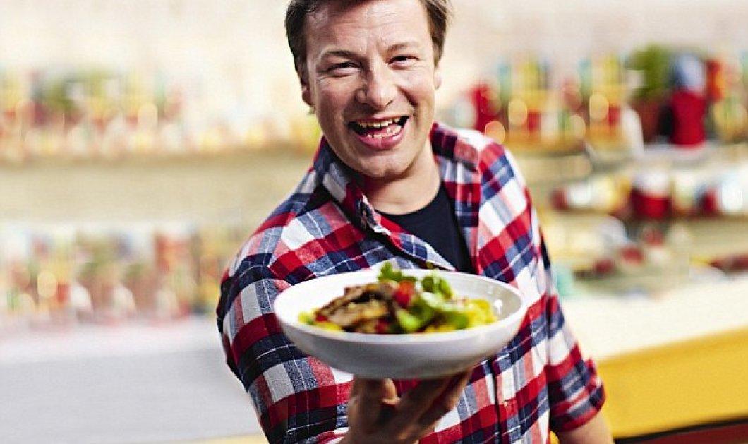 Τα βιβλία που σπάνε όλα τα ρεκόρ: 30 ή 15λεπτα γεύματα από τον Jamie Oliver - Κυρίως Φωτογραφία - Gallery - Video