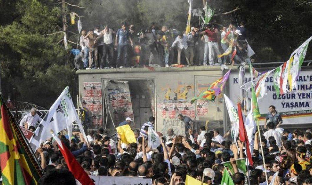Τουρκία: 2 νεκροί & 100 τραυματίες σε προεκλογική συγκέντρωση Κούρδων - Κυρίως Φωτογραφία - Gallery - Video