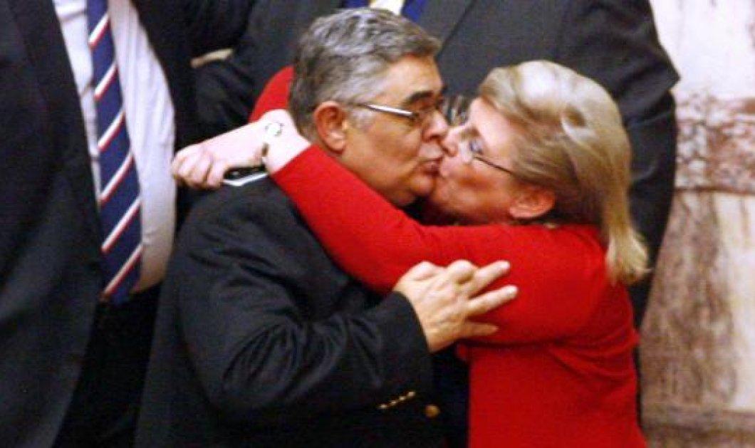 Καρέ καρέ το παθιασμένο φιλί στο στόμα της Ελένης Ζαρούλια στον Νίκο Μιχαλολιάκο! (φωτό) - Κυρίως Φωτογραφία - Gallery - Video