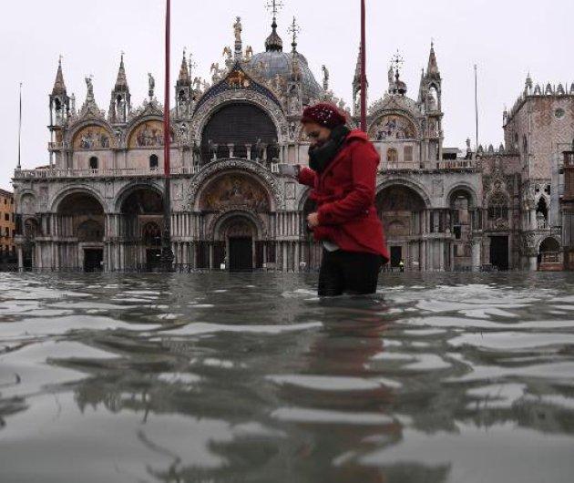 """""""Βυθίστηκε"""" η Βενετία - Δύο νεκροί από τη μεγαλύτερη πλημμύρα των τελευταίων 50 ετών - Κάτω από το νερό η πλατεία του Αγ. Μάρκου (φώτο-βίντεο) - Κυρίως Φωτογραφία - Gallery - Video"""