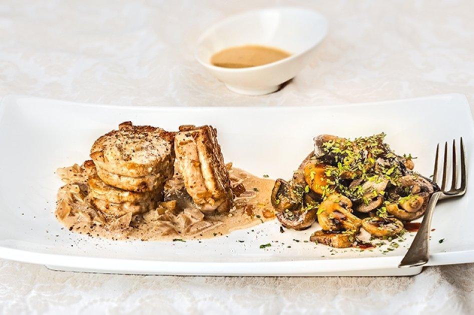 Πεντανόστιμο ψαρονέφρι με ζεστή σαλάτα Portobello & σάλτσα κρέμας από την Αργυρώ Μπαρμπαρίγου | eirinika.gr