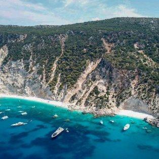 Αφάλες: Ναι, ο παράδεισος είναι ένα μέρος πάνω στη Γη και μάλιστα στην Ιθάκη! (Φωτό: Greece_By_Drone) - Κυρίως Φωτογραφία - Gallery - Video