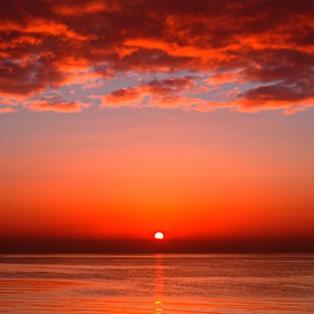 Καταπληκτικό ηλιοβασίλεμα από την παραμυθένια θάλασσα του Αιγαίου - Picture: Μίλτος Καρατζάς   - Κυρίως Φωτογραφία - Gallery - Video
