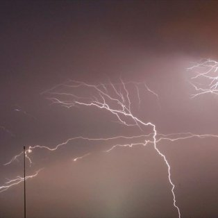 Κεραυνοί στον ουρανό πάνω από την οικονομική ζώνη του Κολόμπο, στη Σρι Λάνκα - Φωτογραφία: REUTERS / DINUKA LIYANAWATTE - Κυρίως Φωτογραφία - Gallery - Video