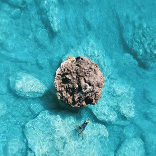 Μεγάλη Πέτρα: Παραλία σαν πολύτιμο μαργαριτάρι στην Λευκάδα (Φωτό: Κώστας Σπαθής) - Κυρίως Φωτογραφία - Gallery - Video