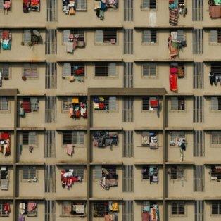 Όταν η παραδοσιακή μπουγάδα χαίρει συμμετρικής διάταξης στα μπαλκόνια στο Μουμπάι - Picture: REUTERS / DANISH SIDDIQ - Κυρίως Φωτογραφία - Gallery - Video