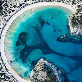 Βοϊδοκοιλιά: Μια μαγευτική παραλία που μοιάζει με ωμέγα (Φωτό: @peloponnese_gr / Φωτογράφος: @g_mitropoulos_) - Κυρίως Φωτογραφία - Gallery - Video