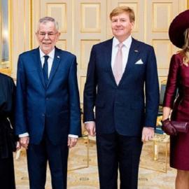 Εκπληκτική εμφάνιση της υπέρκομψης βασίλισσας Μάξιμα της Ολλανδίας με μπορντό φόρεμα και ασορτί καπέλο (φωτό) - Κυρίως Φωτογραφία - Gallery - Video