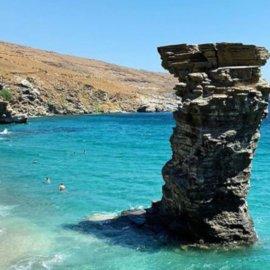 Άνδρος: Η Παραλία της Γριάς το πήδημα από τις πιο δημοφιλείς του νησιού & με μία μοναδική ιστορία - Η φωτογραφία της ημέρας - Κυρίως Φωτογραφία - Gallery - Video