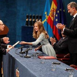 Πριγκίπισσα Λεονόρ: Η μελλοντική βασίλισσα της Ισπανίας έκλεψε τις εντυπώσεις δίνοντας βραβεία - Φώτο & Βίντεο - Κυρίως Φωτογραφία - Gallery - Video