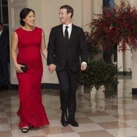 Μαρκ Ζούκερμπεργκ: Ερωτευμένος όσο ποτέ με τη γυναίκα της ζωής του - 16 χρόνια μαζί & της φέρεται σαν να τη γνώρισε εχθές (φώτο) - Κυρίως Φωτογραφία - Gallery - Video