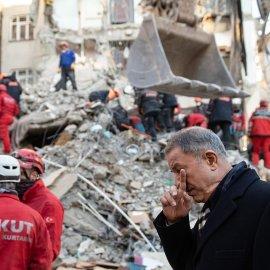 Τουρκία: Στους 31 οι νεκροί - Ελπίδα κάτω από τα συντρίμμια - Γυναίκα ανασύρθηκε ζωντανή ύστερα από 17 ώρες κάτω από τα ερείπια (φώτο) - Κυρίως Φωτογραφία - Gallery - Video