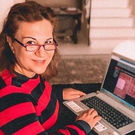 Δέσποινα Μοιραράκη - Ημερολόγιο καραντίνας: Χθες έβαψε τα μαλλιά της με καθρέπτη το κινητό, μαγειρεύει & ξεδιαλέγει οικογενειακές φωτό - Κυρίως Φωτογραφία - Gallery - Video