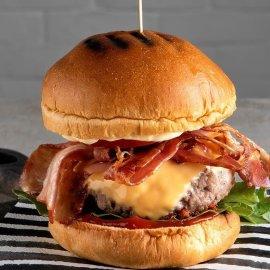 Παγκόσμια Ημέρα Burger σήμερα & ο Άκης Πετρετζίκης μάς ετοιμάζει το πιο λαχταριστό cheeseburger! - Κυρίως Φωτογραφία - Gallery - Video