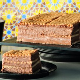 Ο Στέλιος Παρλιάρος μας ετοιμάζει μια υπεροχή τούρτα με πτι-μπερ & σοκολάτα - Κυρίως Φωτογραφία - Gallery - Video