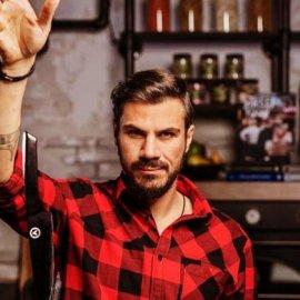 Ο Άκης Πετρετζίκης μας προτείνει πεντανόστιμα γεμιστά κοχύλια με κιμά (Βίντεο)  - Κυρίως Φωτογραφία - Gallery - Video