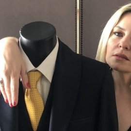 Αυτή είναι η πρώτη συλλογή ρούχων της Ελισάβετ Μουτάφη στον θρυλικό οίκο μόδας του θείου της Μάκη Τσέλιου (φωτό) - Κυρίως Φωτογραφία - Gallery - Video