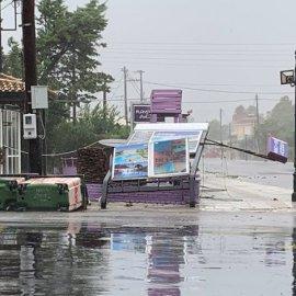 «Ιανός»: Συγκλονιστικές εικόνες & βίντεο από τις μεγάλες καταστροφές - Έπεσαν δέντρα & κολώνες της ΔΕΗ, πλημμύρισαν δρόμοι σε Λευκάδα, Ζάκυνθο, Κεφαλονιά, Ιθάκη - Κυρίως Φωτογραφία - Gallery - Video