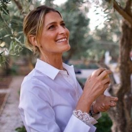 Η Τατιάνα Μπλάτνικ μας δείχνει για πρώτη φορά το σαλόνι του σπιτιού της με τον πρίγκιπα Νικόλαο στην Αθήνα- Τα χριστουγεννιάτικα κεριά & ο όμορφος σκυλάκος τους (φωτό) - Κυρίως Φωτογραφία - Gallery - Video