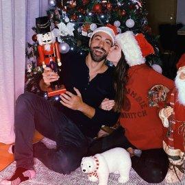 Σάκης Τανιμανίδης - Χριστίνα Μπόμπα: Τα πρώτα Χριστούγεννα στην Ελλάδα – Σπίτι μου, σπιτάκι μου & ωραίο δεντράκι μου (Φωτό & Βίντεο)  - Κυρίως Φωτογραφία - Gallery - Video