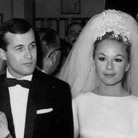 56 χρόνια πριν ο γάμος Αλίκης - Δημήτρη: Το νυφικό Givenchy, το ξενοδοχείο Βουζά και η Τζάγκουαρ με το σκασμένο λάστιχο (φωτό) - Κυρίως Φωτογραφία - Gallery - Video