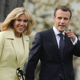Η Brigitte Macron φόρεσε το ωραιότερο φουστάνι Louis Vuitton που έχει βάλει ποτέ: Αφορμή τα γενέθλιά της - Χεράκι, χεράκι με τον Γάλλο πρόεδρο (φωτό) - Κυρίως Φωτογραφία - Gallery - Video