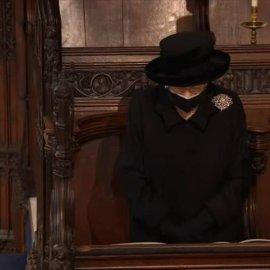 Ο θρήνος της Βασίλισσας στα μάτια της: Η Ελισάβετ με βλέμμα οδύνης συνόδευσε τον άντρα της στην τελευταία του κατοικία (φωτό & βίντεο) - Κυρίως Φωτογραφία - Gallery - Video