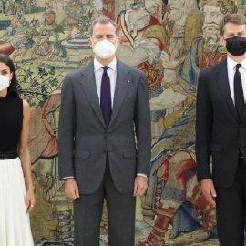 "H  Λετίσια & ο βασιλιάς Φελίπε υποδέχονται τον Βρετανό Πρέσβη - Με ""black &  white"" outfit η βασίλισσα  μετά το θάνατο του ""αγαπητού θείου Φίλιππου"" (φώτο)  - Κυρίως Φωτογραφία - Gallery - Video"