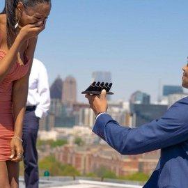 Η πρόταση γάμου που έγινε viral! Γονάτισε μπροστά της με 5 διαφορετικά δαχτυλίδια αρραβώνων, για να έχει να διαλέξει (φωτό & βίντεο) - Κυρίως Φωτογραφία - Gallery - Video