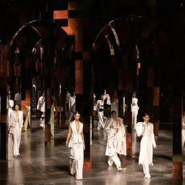 Max Mara - Armani - Fendi - Etro -Ferragamo- Alberta Feretti :Ανταπόκριση από το Μιλάνο για την άνοιξη 2022 -Χάρμα οφθαλμών & μόδας (φώτο βίντεο) - Κυρίως Φωτογραφία - Gallery - Video